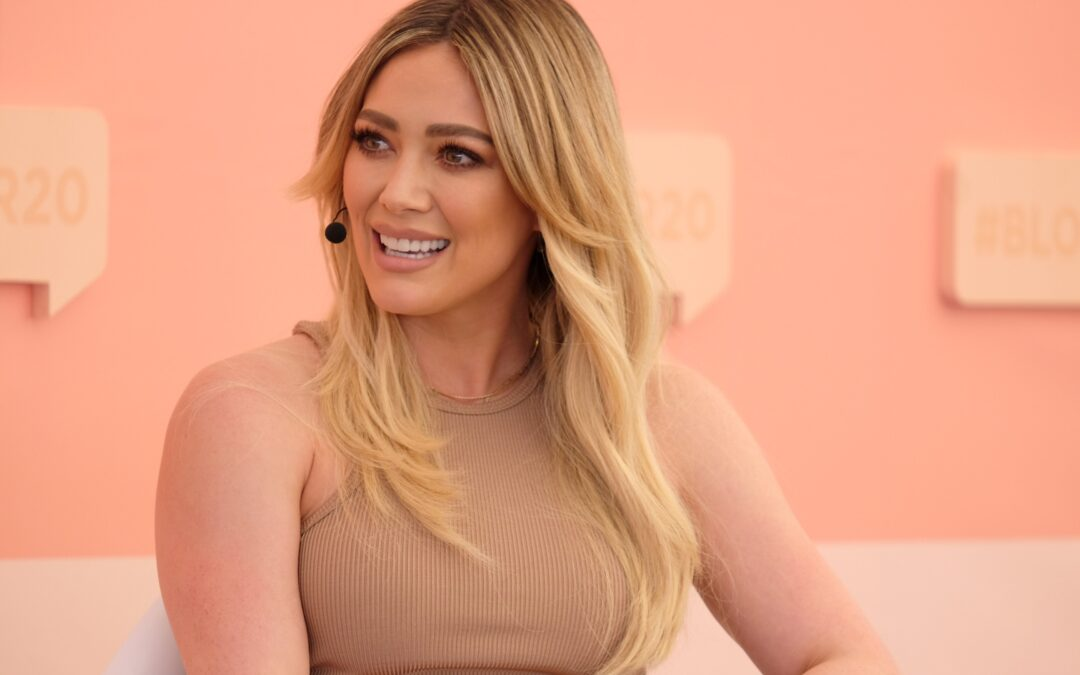 H 2χρονη κόρη της Hilary Duff επιμελήθηκε το μακιγιάζ της μαμάς της και το αποτέλεσμα είναι ξεκαρδιστικό